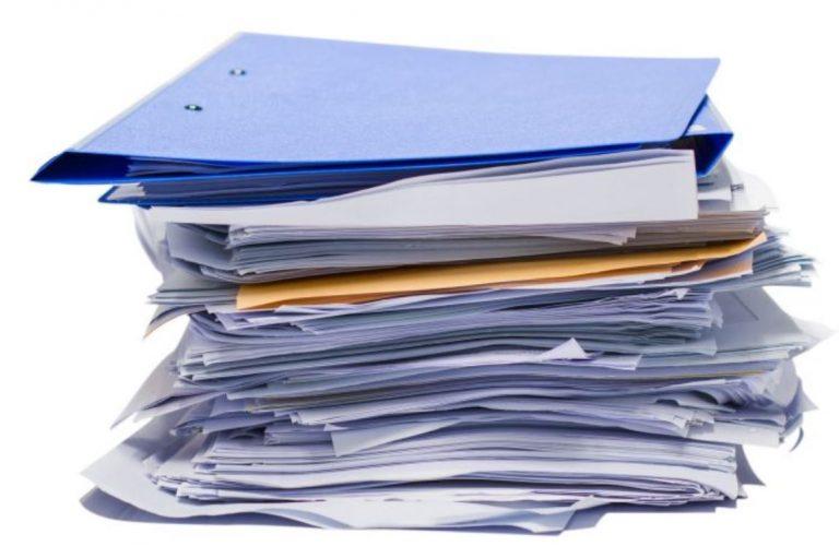Stapel papier ontbrekend overzicht kwaliteitscontrole